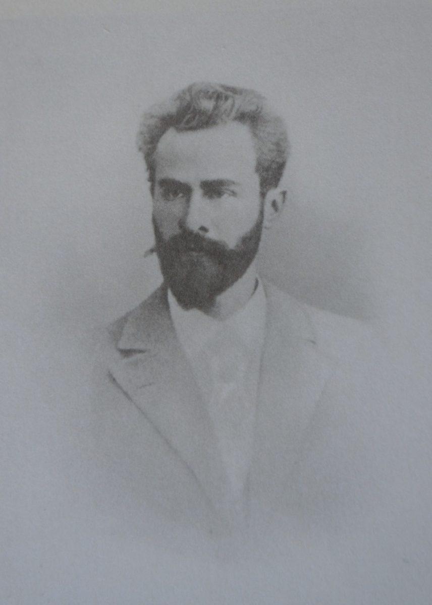 Leo Jogiche (1867-1919): militante do movimento operário da Rússia, Polônia e Alemanha. Foi amante de Rosa Luxemburgo entre o início da década de 1890 e 1907.