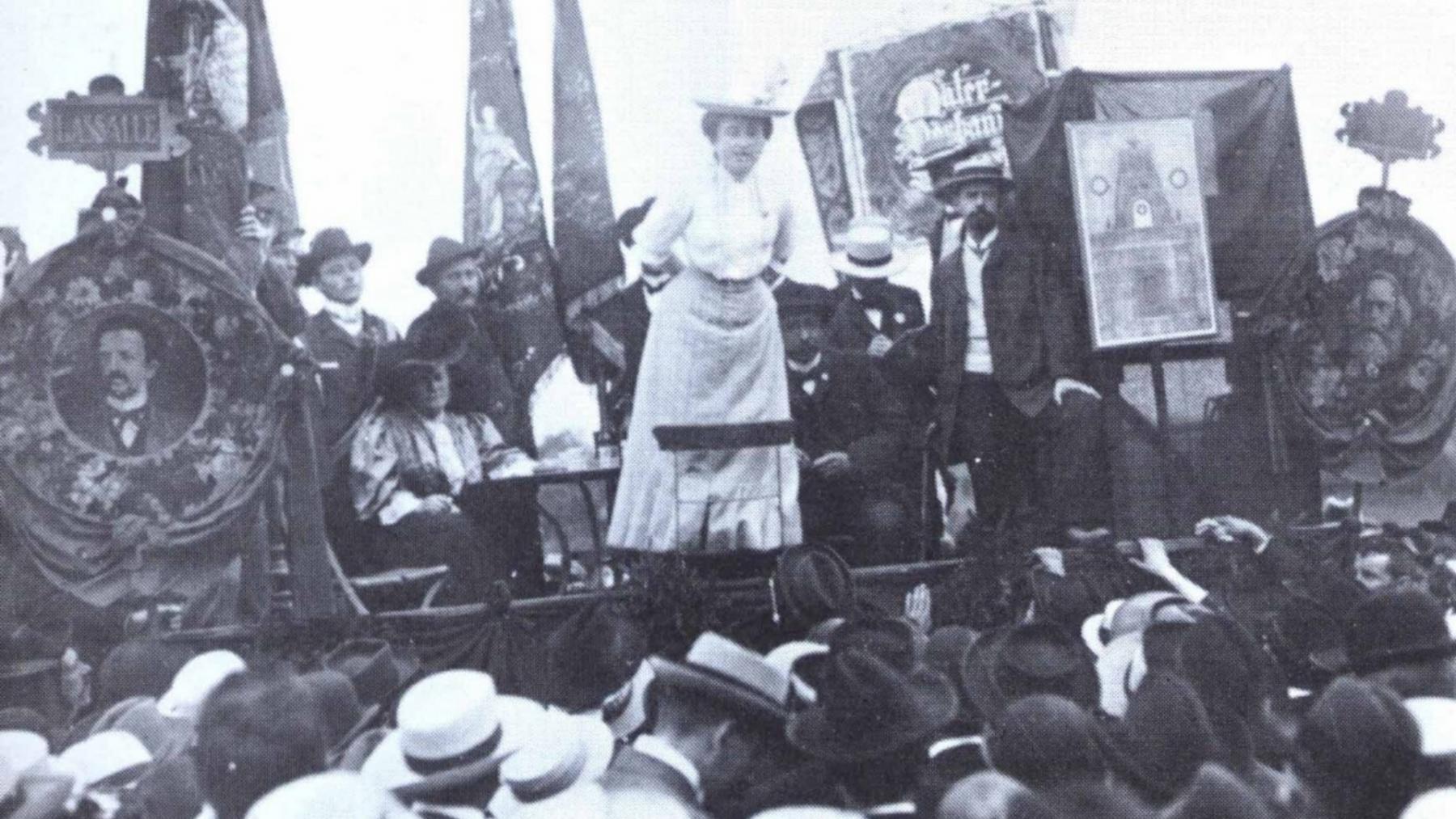Rosa discursando em Stuttgart, 1904