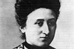 """Rosa Luxemburgo no ano de 1900, em Berlim, após escrever """"Reforma social ou revolução?"""""""