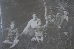 Karl (1871-1919) e Sonia Liebknecht (1884-1964) com os filhos.