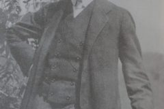 Hans Diefenbach (1884-1917): médico, foi um dos grandes amigos de Rosa Luxemburgo. Simpatizava com a social-democracia. Serviu no Exército e foi morto por uma granada na Primeira Guerra.