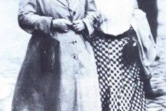Rosa-e-Clara-Zetkin_A-caminho-de-congresso-SPD-Magdeburg-1910