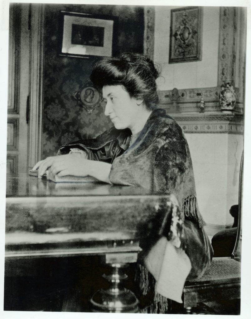 1907 - Rosa Luxemburgo em sua residência - crédito Editora Dietz - Fundação Rosa Luxemburgo